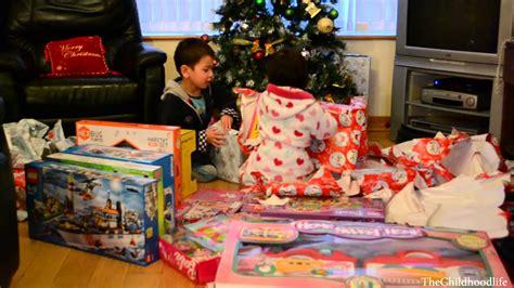 christmas morning 2013 kids opening christmas presents