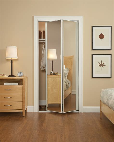 Modern Bedroom Closet Doors Modern Bedroom With Mirrored Bifold Closet Doors Ideas