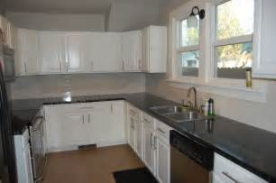 White Backsplash For Kitchen by White Kitchen Cabinets With Slate Backsplash Quicua Com
