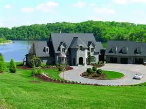 luxury lake homes