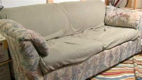 money found in couch three friends return 40 000 found stuffed in couch bbc news