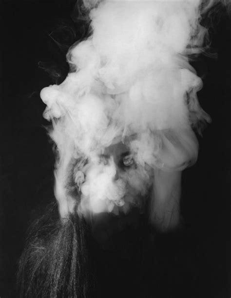 white facing weed rokerige zwart wit portretten eyespired
