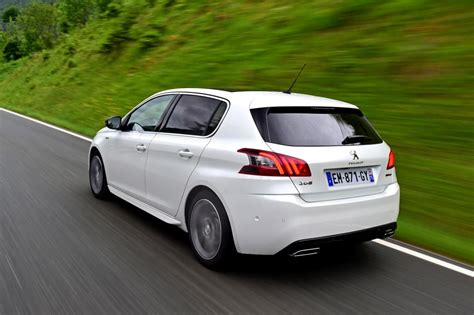 New Peugeot 308 by New Peugeot 308 2017 Facelift Review Pictures Auto Express