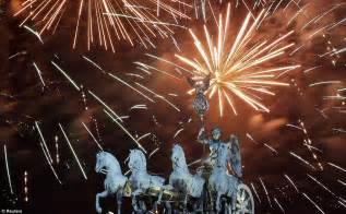 happy new year spectacular pictures show countries across