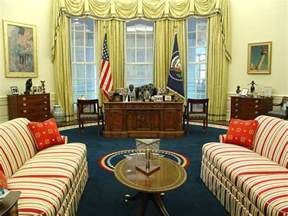 oval office pictures trump official praises oval office makeover blames obama for wallpaper stains vanity fair