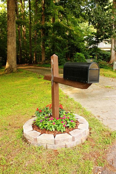 Mailbox Garden Ideas Easy Mail Box Landscape Flowers Around Mailbox Ideas Things For The Yard Pinterest