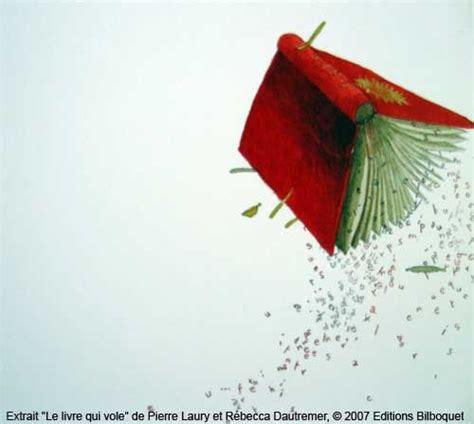 libro poupe vole le livre qui vole de papier de soie d encre de chine et de couleurs si nuanc 233 es