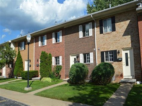 One Bedroom Apartments Rochester Ny by Elmwood Terrace Apartments Townhomes Rentals Rochester