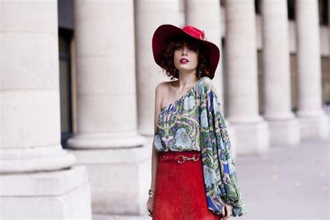 Ways To Wear A Brooch by 10 Creative Ways To Wear Brooches Glam Radar