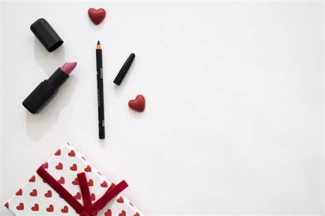 Lipstick Free Eyeliner gift box with hearts lipstick and eyeliner photo free