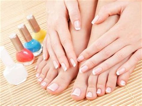 what color toes are in this spring 7 best toe nail polish colors to wear this spring nails