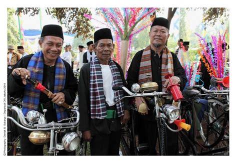 ciri khas film quentin tarantino asal muasal jenis dan ciri khas kain sarung di indonesia