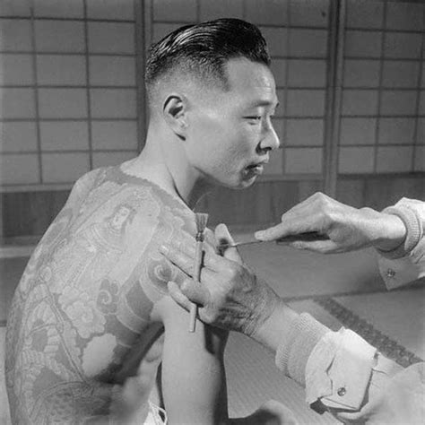yakuza member tattoo japanese gangster vintage photos of yakuza with their