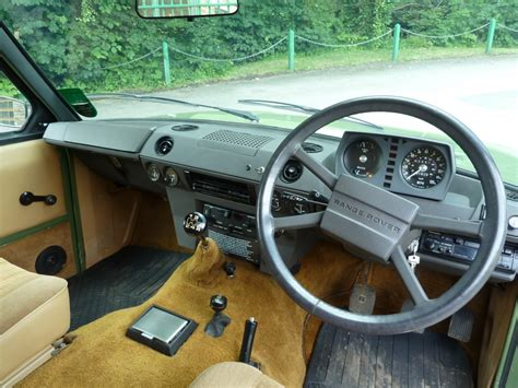 vintage land rover interior pjx 559x 1981 classic range rover 2 door land rover
