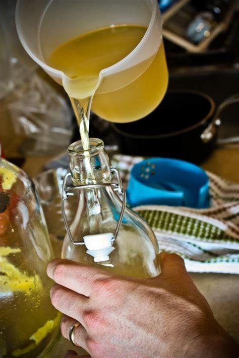 come si fa il limoncello in casa ricetta limoncello fatto in casa dissapore