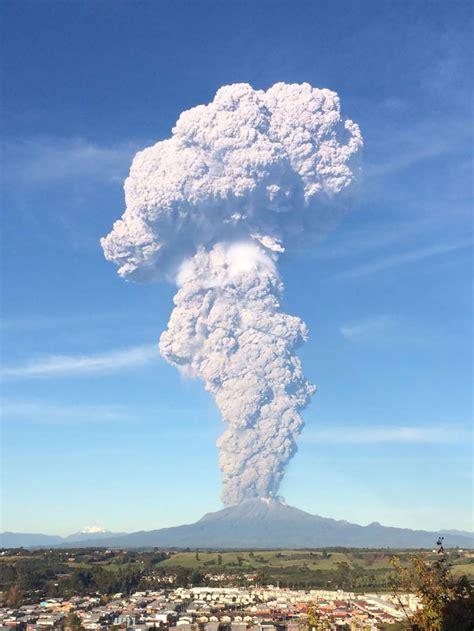 astonishing pictures  calbuco volcano eruption