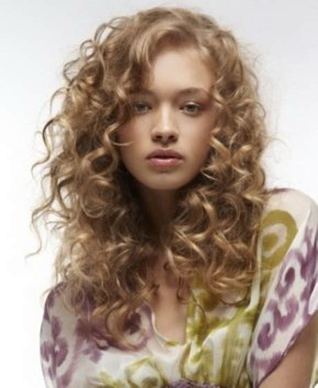 curls hair styles long layered curly hairstyles