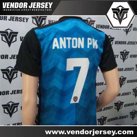 Pasang Nama Dan Nomor Punggung Printing Official Jersey 1 pembuatan kaos futsal dengan kombinasi warna biru hitam vendor jersey