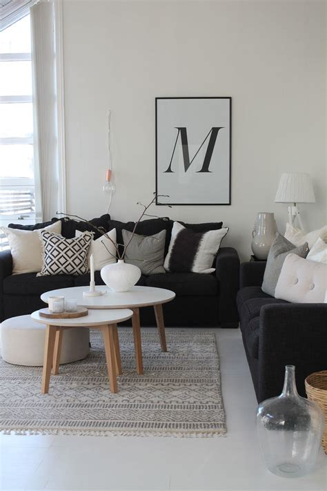 black couch living room http i2 wp com www planete deco fr wp content uploads