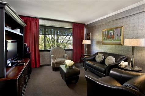 Uga Comfort Colors 1000 Ideas About Hotels In Athens Ga On Pinterest