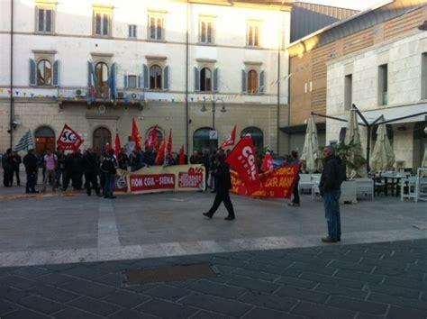ufficio vertenze cgil roma presidio di lavoratori davanti alla questura di poggibonsi