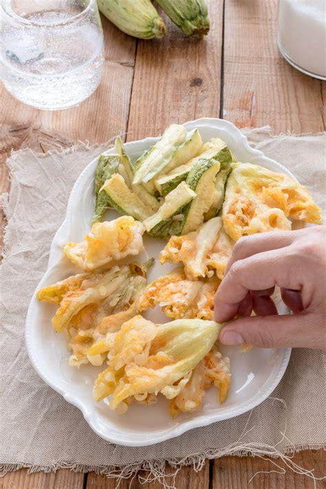 fiori di zucca fritti con uovo ricetta fiori di zucca fritti in pastella senza uovo e