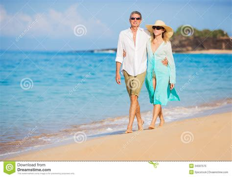 couple in buick commercial on beach buick ad couple on beach who are the couple on the beach