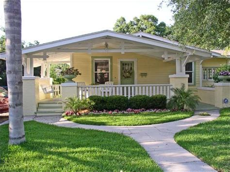 dream home on pinterest craftsman bungalows bungalows bungalow nice lil retirement place like this on the beach