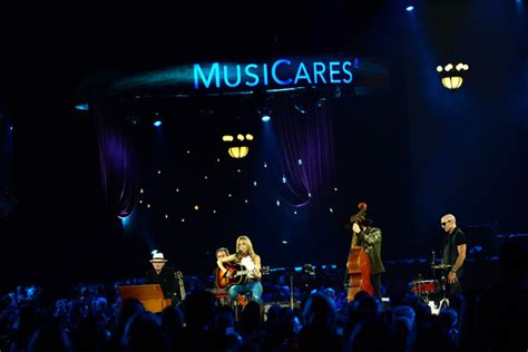 new year gala show 2015 benmont tench in the 2015 musicares person of the year