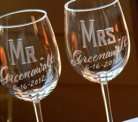 engraved personalized mr mrs wine glasses set of 2