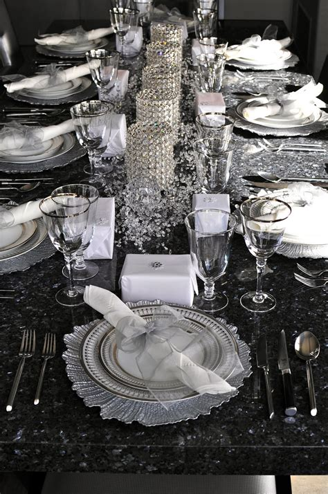 places for new year dinner on pr 233 pare le nouvel an couleur argent crystals table