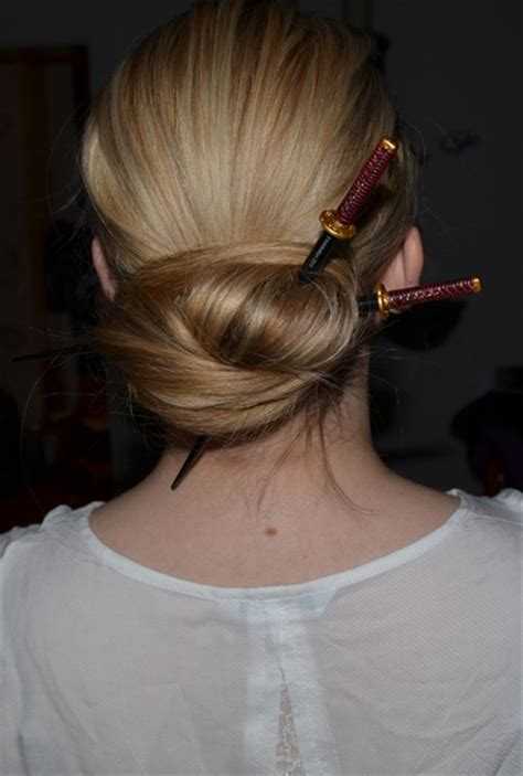 chopstick to platt hairstyle katana chopsticks updo hairstyles pinterest chopsticks updo and hair style