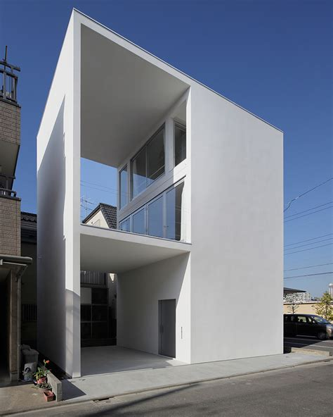 house with a big terrace by takuro yamamoto architects