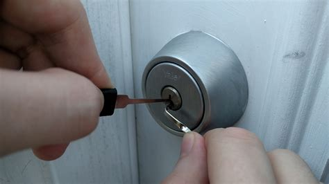 learning  pick locks taught   crappy door locks