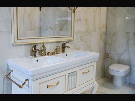 rivestimento bagno classico moderno bagno classico moderno contemporaneo oro imperiale
