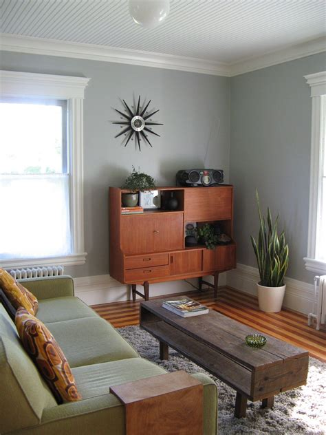 lay   small living room midcityeast
