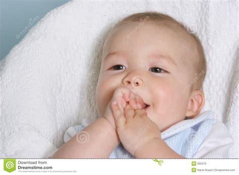 imagenes feliz bebe beb 233 feliz fotos de stock imagem 292473