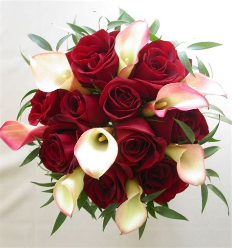 wedding flower arrangements roses bouquet bridal calla and roses