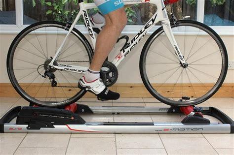 bici da casa rulli bici da corsa allenamento allenamento bici