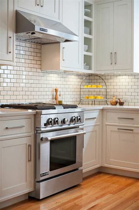 carrelage cuisine blanc le carrelage m 233 tro blanc fait fureur dans la cuisine