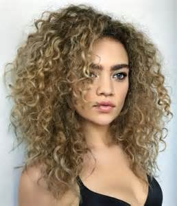 wavy hairstyles best 25 layered curly hair ideas on pinterest