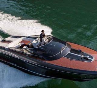 nieuwe speedboot riva heeft een bloedsnelle nieuwe speedboot en ze is