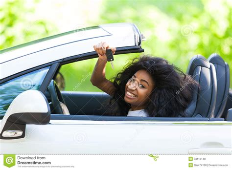 black actress in the 34 of a car liberty mutual commercial who is the black actress driving the car in the allstate