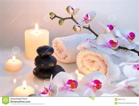 imagenes zen con velas preparaci 243 n para el masaje con dos toallas piedras velas