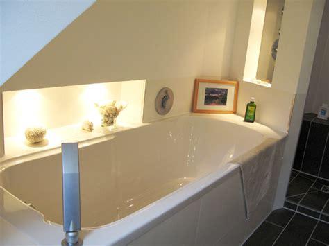 Dachschräge Badewanne by Badewanne In Schrage Ein Bad Mit Schr 228 Ge Die Perfekte