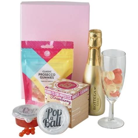 lakeland gifts prosecco and bubbles gift set prosecco gifts at lakeland