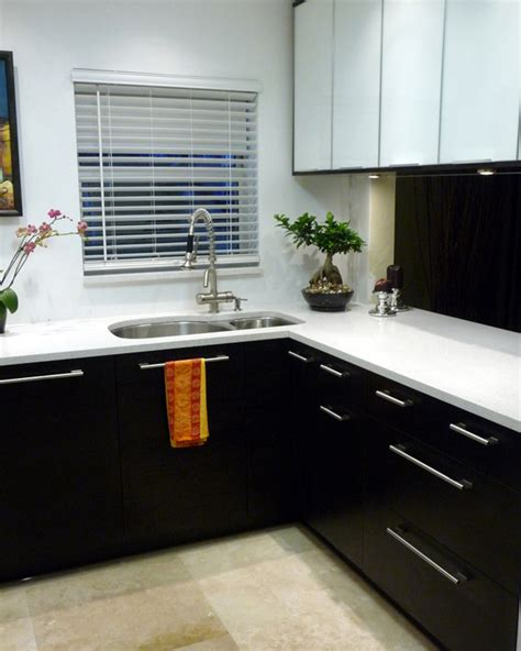 l shape kitchen decorating using dark grey black kitchen wall paint inspira 231 227 o para a cozinha confabulando