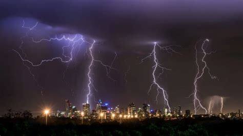 heavy rain thunderstorms severe weather warning issued