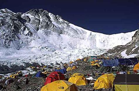 film everest frasi everest al co base in mille tra alpinisti e sherpa
