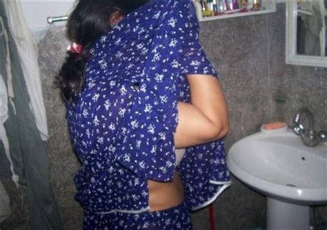girls changing dress in bathroom girlsdesi blogspot desi aunty changing cloths